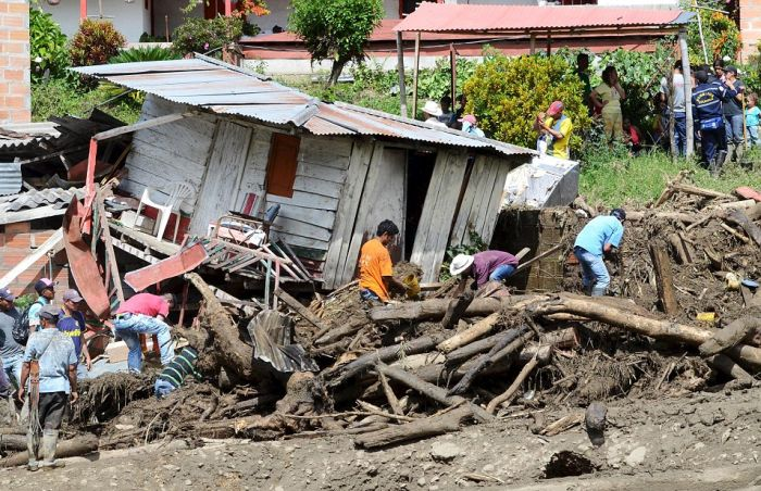 Mudslide Destroys Colombian Village And Leaves 50 Dead (18 pics)