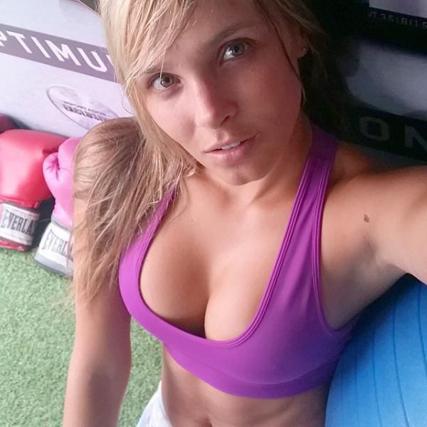 funny & sexy girls taking selfies pic 23
