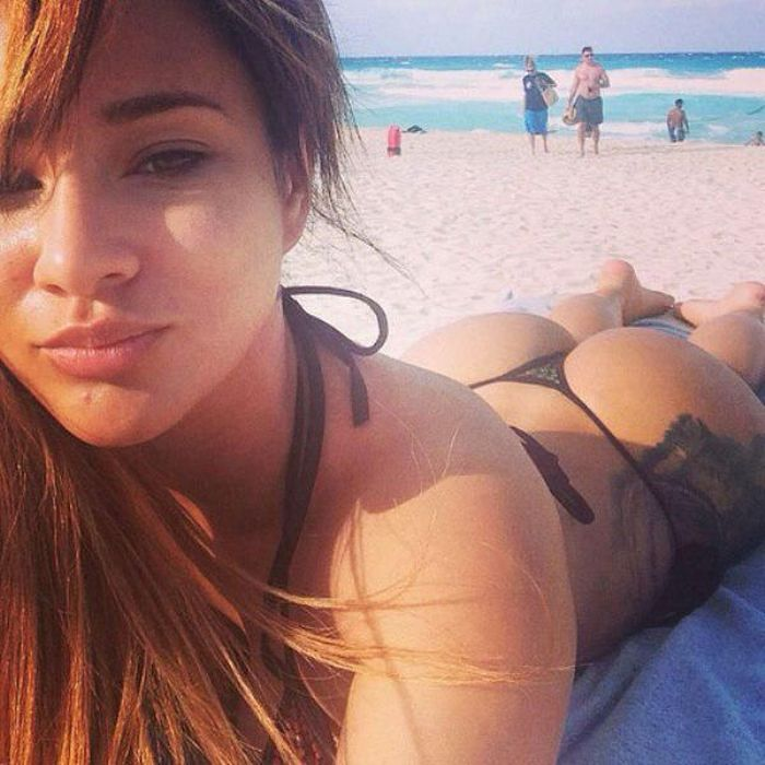 These Hot Girls Just Can't Stop Taking Sexy Selfies (25 pics)