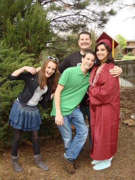This Family Took The Same Graduation Photo For 14 Years (4 pics)