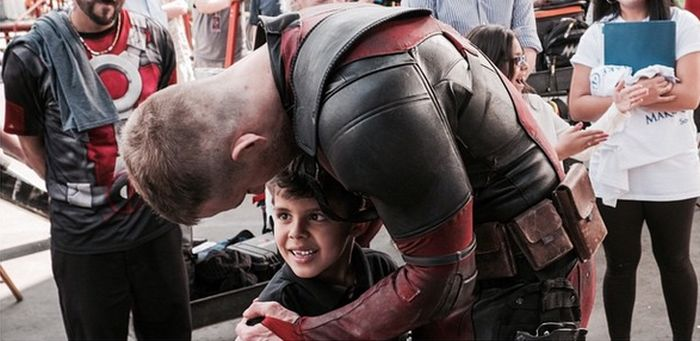 Ryan Reynolds Granted This Boy's Wish When He Visited The Deadpool Set (2 pics)