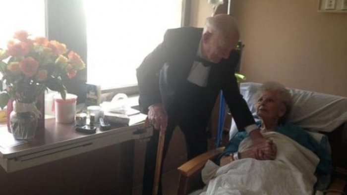 Man Gets Dressed Up On 57th Wedding Anniversary And Surprises His Wife (2 pics)
