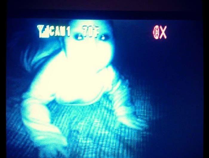 Sometimes Baby Monitors Capture The Creepiest Moments (13 pics)