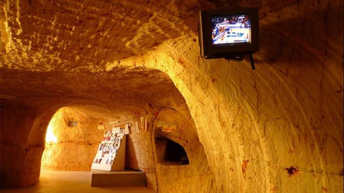 Australia Has Built An Underground City Where Citizens Can Escape The Heat (14 pics)