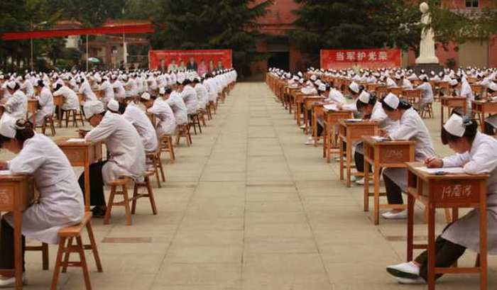 Hopeful Nurses Take A Massive Exam In China (4 pics)