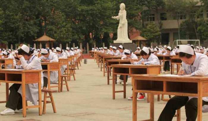Hopeful Nurses Take A Massive Exam In China (4 pics)