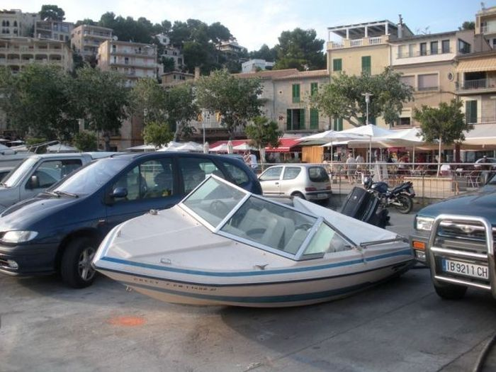 People That Picked The Wrong Place To Park (24 pics)