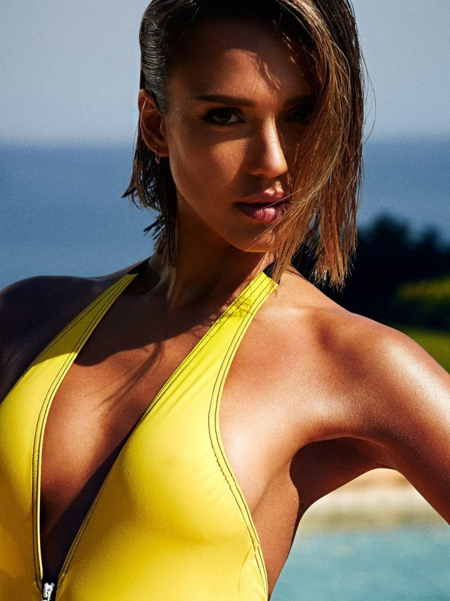 Jessica Alba Looks Hotter Than Ever As She Shows Off Her Body In A Bikini  (10 pics)