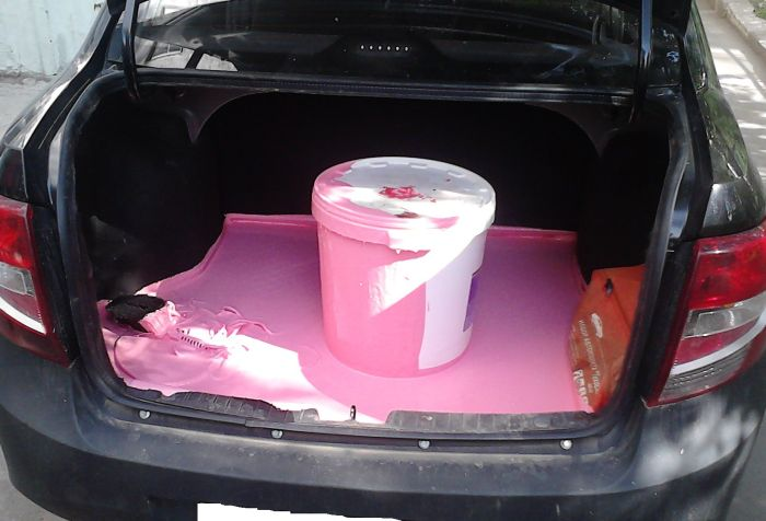 How Turn Your Car's Trunk Pink (2 pics)
