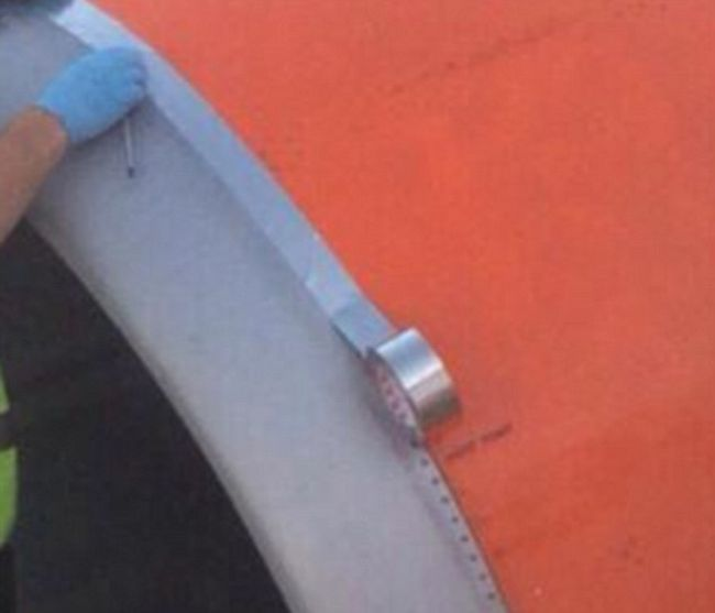 Airport Worker Tapes Up A Plane Minutes Before Takeoff