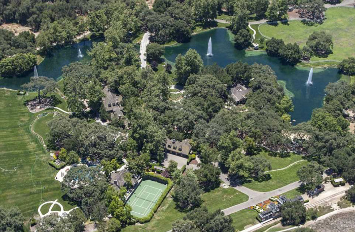Michael Jackson's Neverland Ranch Is On The Market For $100 Million (21 pics)