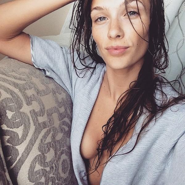 Women Look Even Sexier When They Get Wet (29 pics)