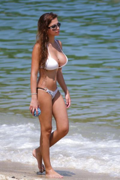 You're Going To Want To Join These Bikini Babes Out On The Beach  (54 pics)