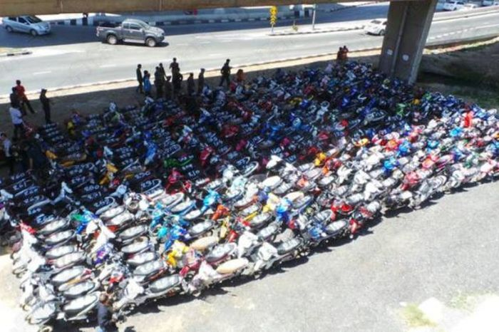 425 Bikers Got Busted For Street Racing In Thailand (7 pics)