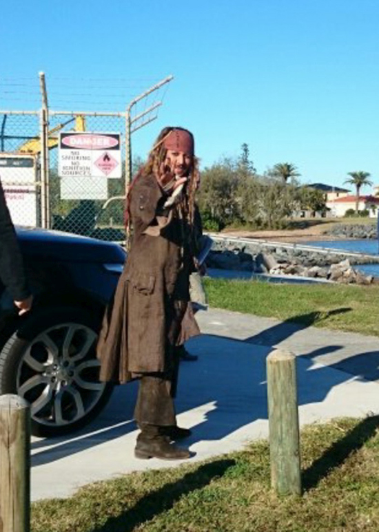 Johnny Depp Takes Time To Meet Fans While Dressed As Jack Sparrow  (8 pics)