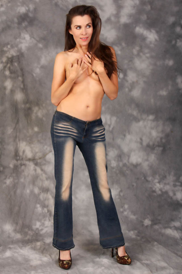 Alicia Arden Shows Off Her Butt In Bottomless Jeans (6 pics)