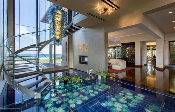 This Seafront Mansion In Florida Is Absolutely Stunning (16 pics)