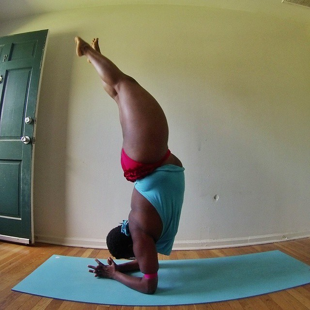 Plus Sized Woman Proves You Can Do Yoga With Any Body Type (13 pics)