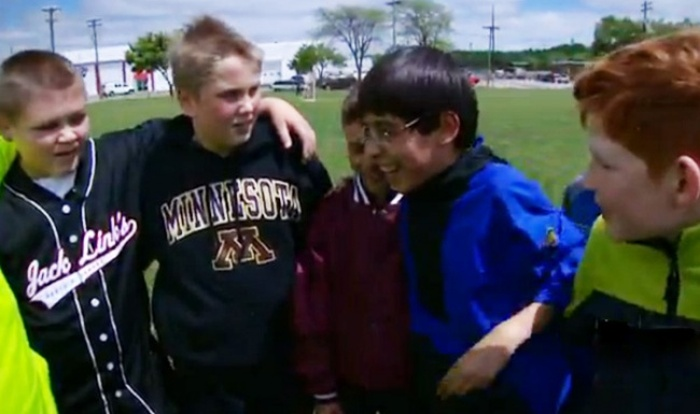 Five Boys Made A Pact To Protect A Kid At School  (7 pics)