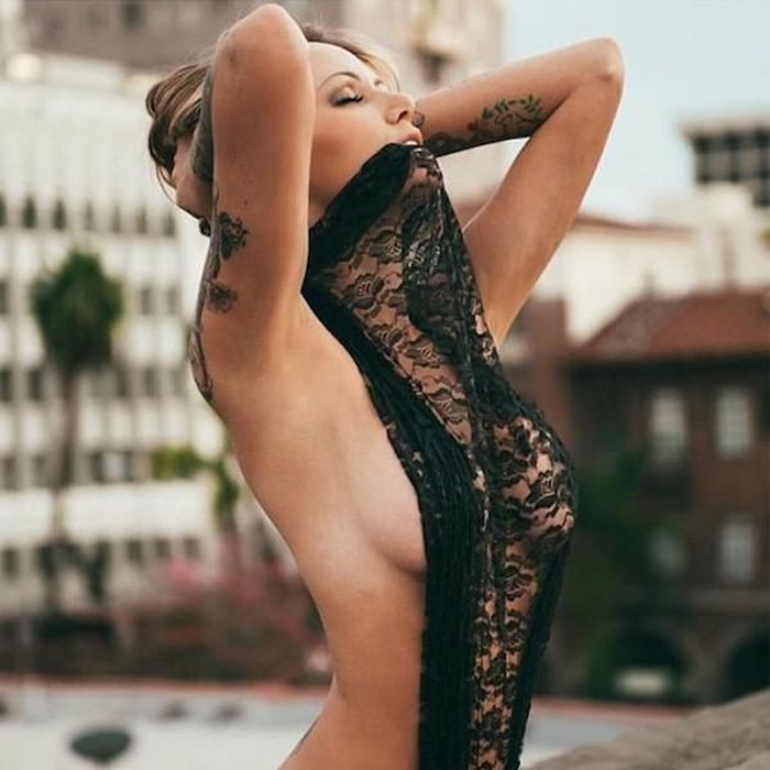 There's Nothing Better Than The Beauty Of Sideboob (45 pics)