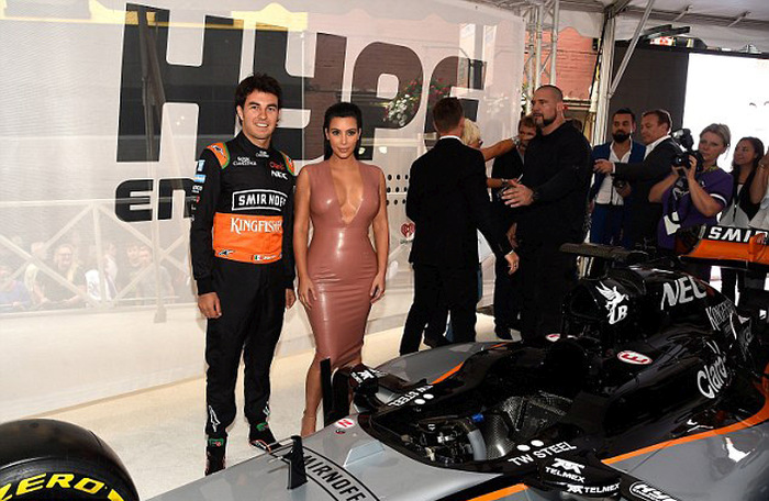 Kim Kardashian Shows Up To A Formula 1 Event In A Latex Dress (7 pics)