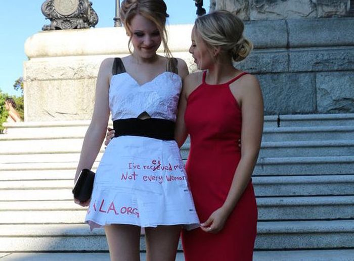 This High School Student Made A Graduation Dress Out Of Her Homework (7 pics)