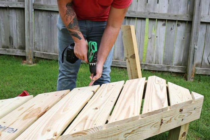 Man Builds Backyard Furniture For Only $125 (17 pics)