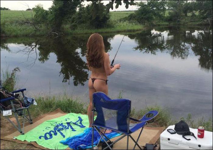 Hot Girls Fishing (40 pics)