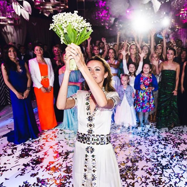 The #FollowMeTo Couple Take A Walk Down The Aisle At Their Own Wedding  (10 pics)