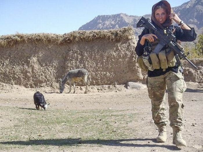 Rachel Washburn, From NFL Cheerleader to US Military (13 pics)