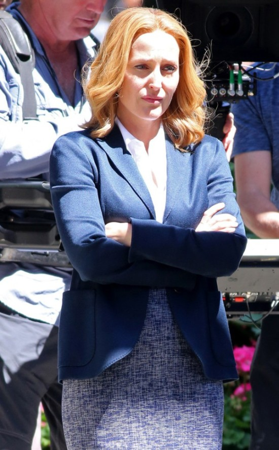 First Photos Of Mulder And Scully Together Again On The X-Files Set (6 pics)