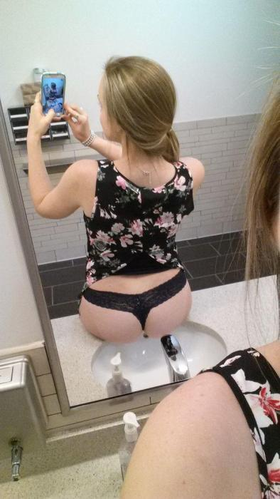 Girls Get Bored at Work. Part 9 (32 pics)
