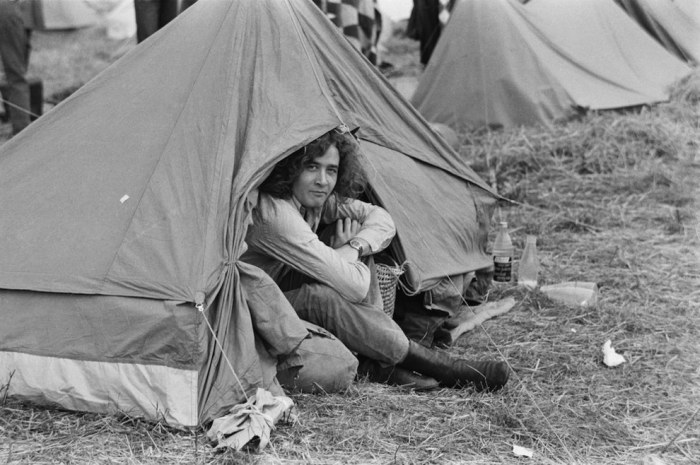 A Look Back At The Isle Of Wight Festival In The '60s And '70s (24 pics)