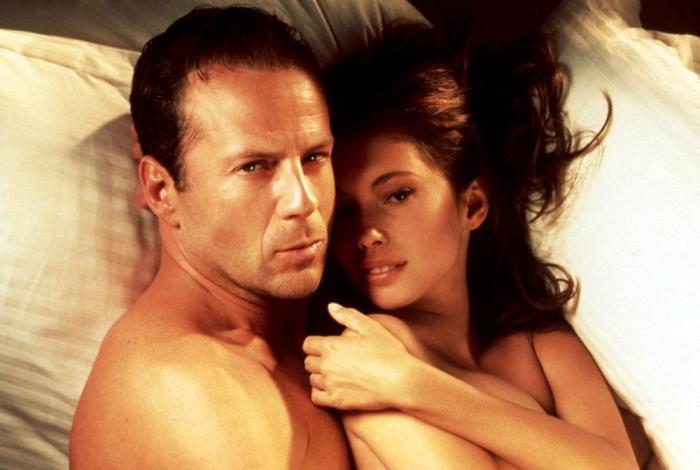 10 Celebrity Sex Scenes That Are Awkward And Cringeworthy (10 pics)
