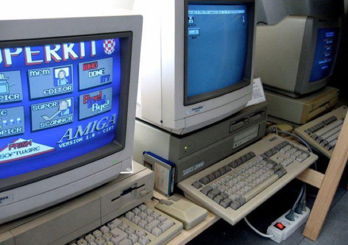 This 1980s Computer Controls Heat And AC For 19 Public Schools (4 pics)