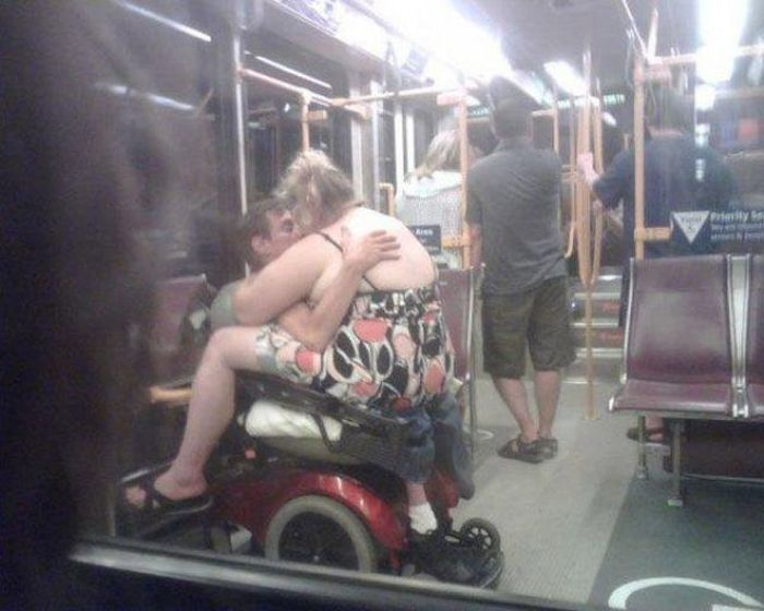 People Have Fun In Public Places (33 pics)