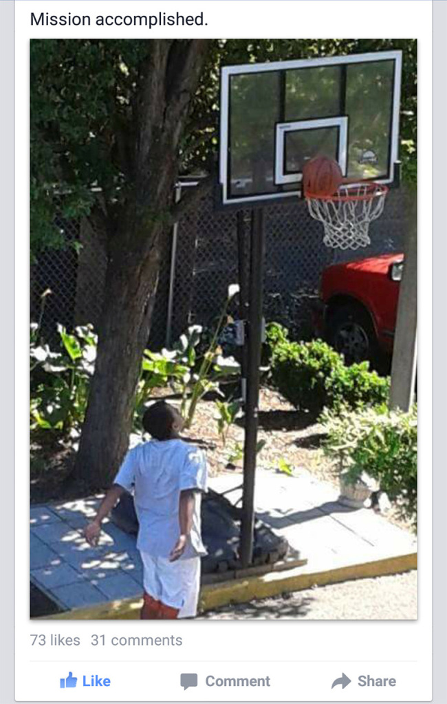 Man Uses A Basketball Hoop To Pull Off The Ultimate Act Of Kindness (2 pics)