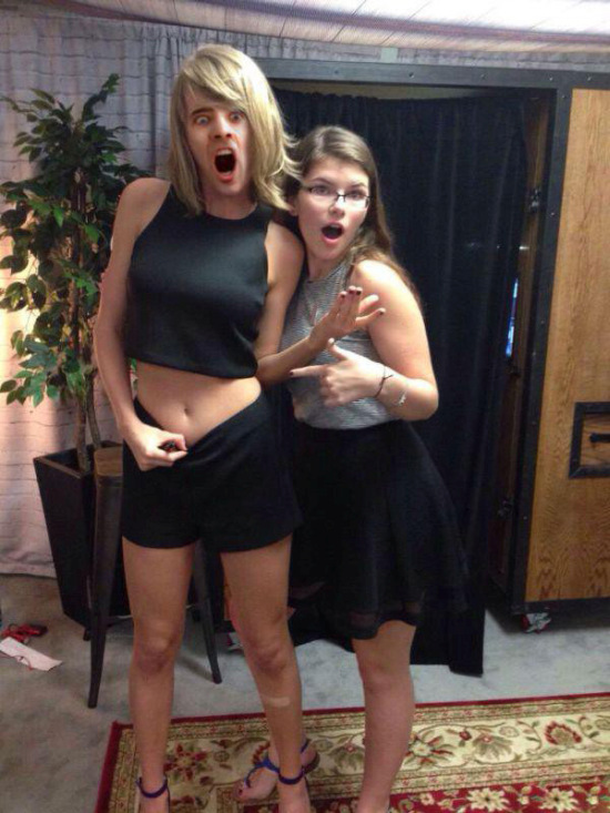 Taylor Swift's Belly Became A New Meme (24 pics)