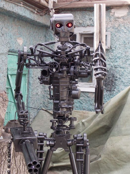 Man Builds A Real Life Terminator T-800 Replica (15 pics)