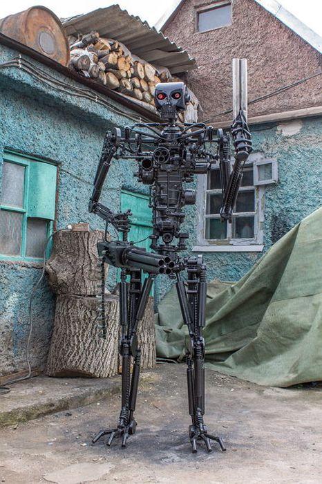 Man Builds A Real Life Terminator T-800 Replica (15 pics)
