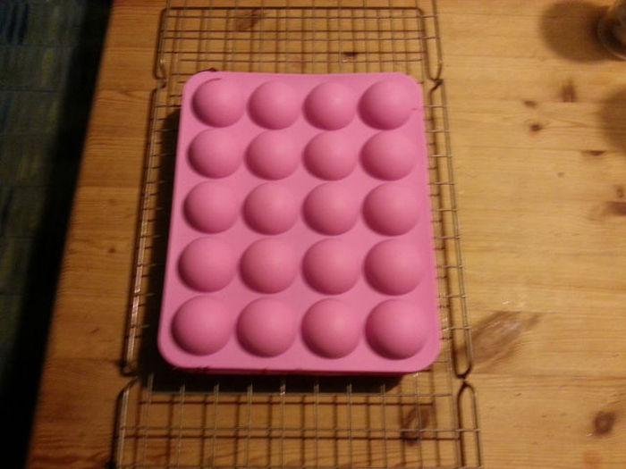 How to Make a Yummy Drunken Pokeball (24 pics)