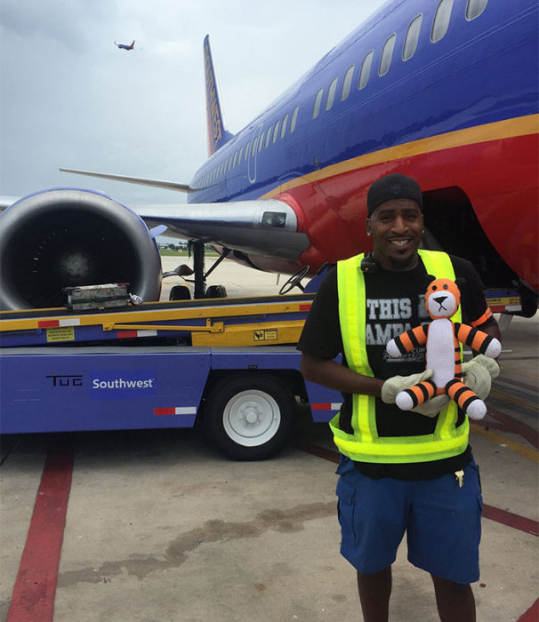 The Airport Staff Took This Kid's Lost Toy On The Adventure Of A Lifetime (7 pics)
