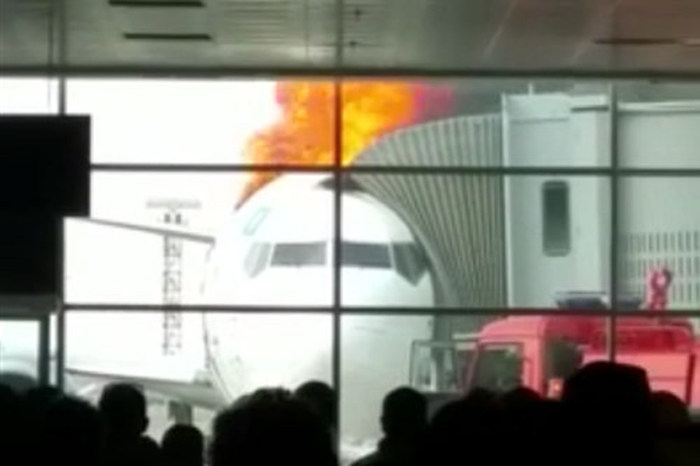 Boeing 737 Bursts Into Flames At The Airport (3 pics)