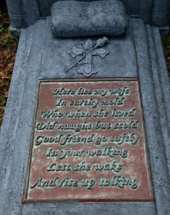 This Tombstone Tells It Like It Is (3 pics)
