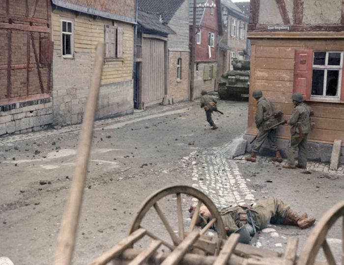 Vintage Photo Compares Street In Germany To World War II Vs Today (2 pics)
