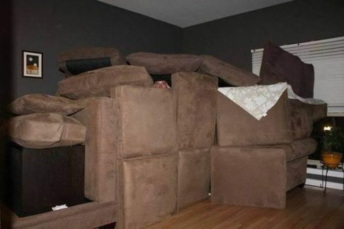 Man Moves Into Fort Kick-Ass After Girlfriend Calls Him Childish (4 pics)