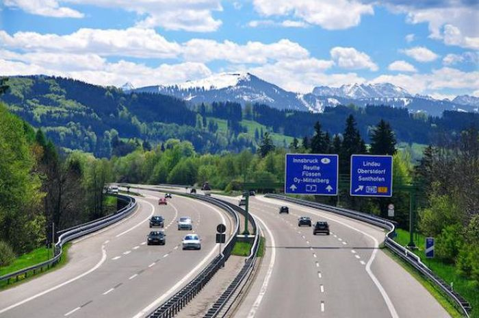Everything You Need To Know About German Autobahn (14 pics)