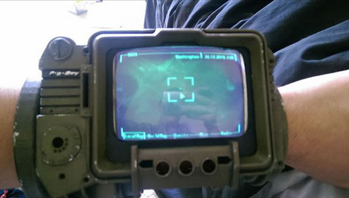 Fan Makes Working Replica Of The Pip-Boy 3000 From Fallout (16 pics)