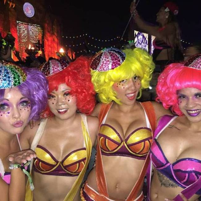Get A Look At The Hottest Girls From EDC Las Vegas 2015 (37 pics)