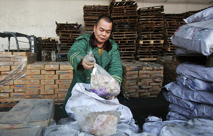 New Food Scandal Uncovers 40 Year Old Meat In China (6 pics)